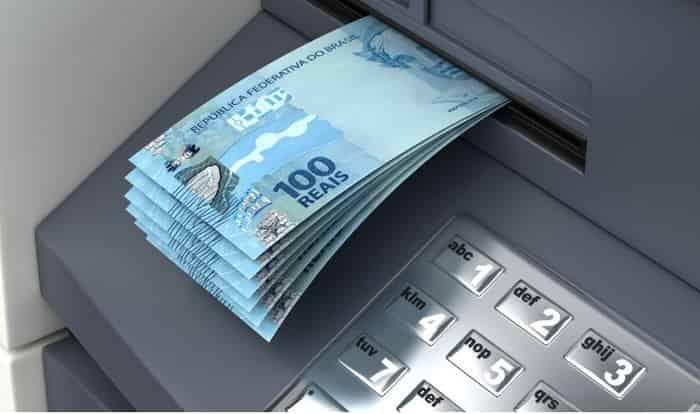 dinheiro na boca ATM